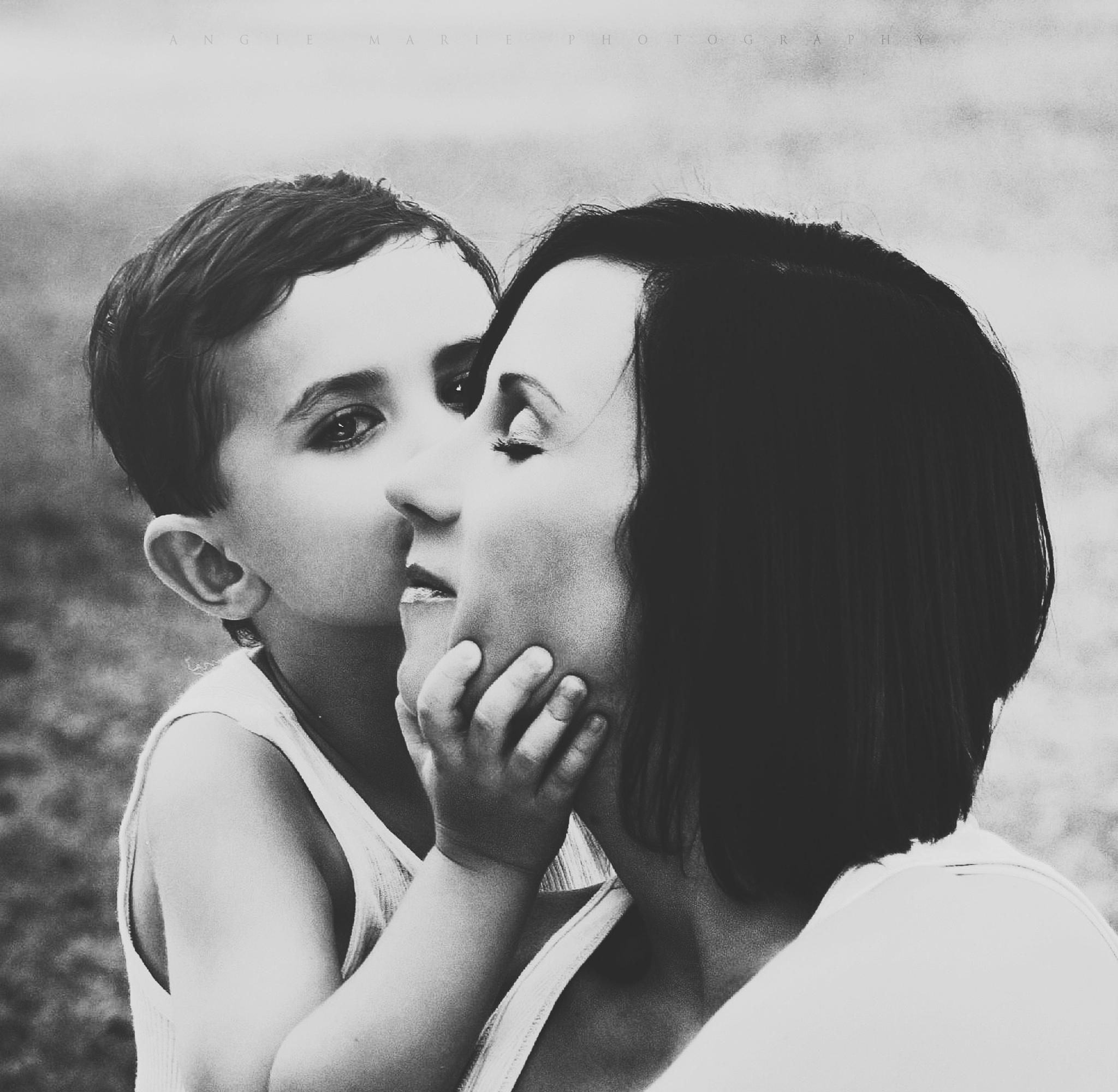 Weekly Monday Contest: Motherhood Photos + New Theme