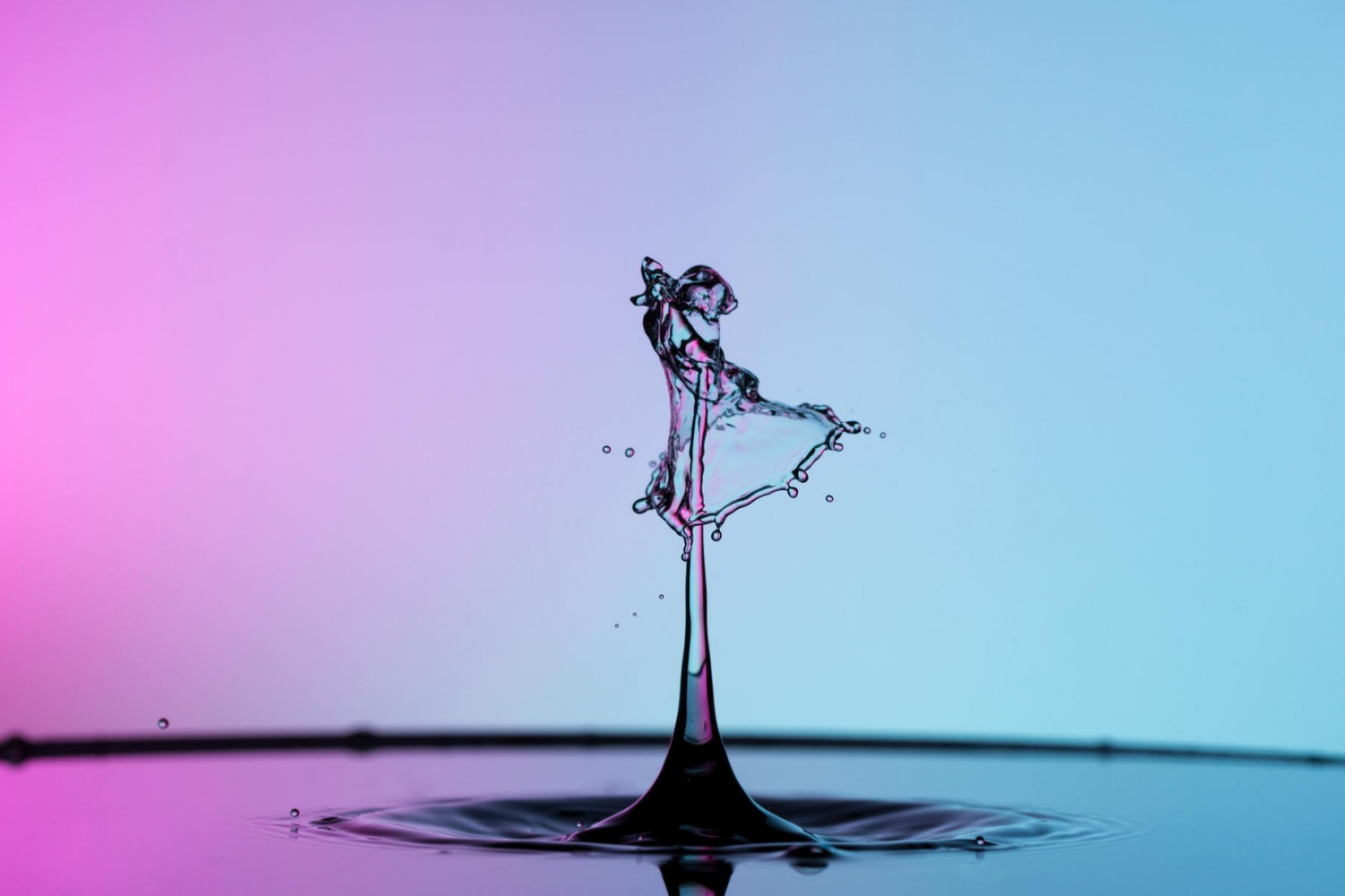 How To Create And Photograph Colorful Figures With Water Drops