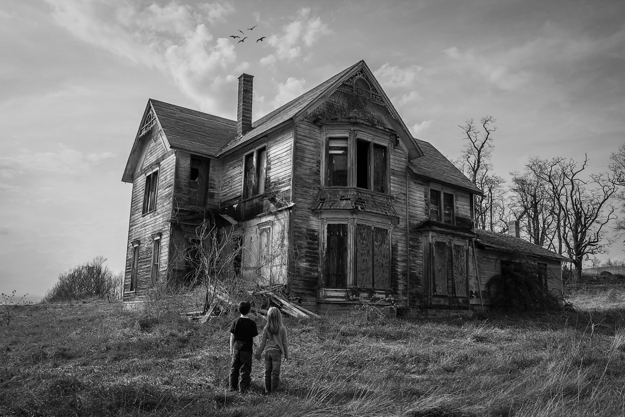 Create An Atmosphere Of Horror With This Haunted House Photo Tutorial