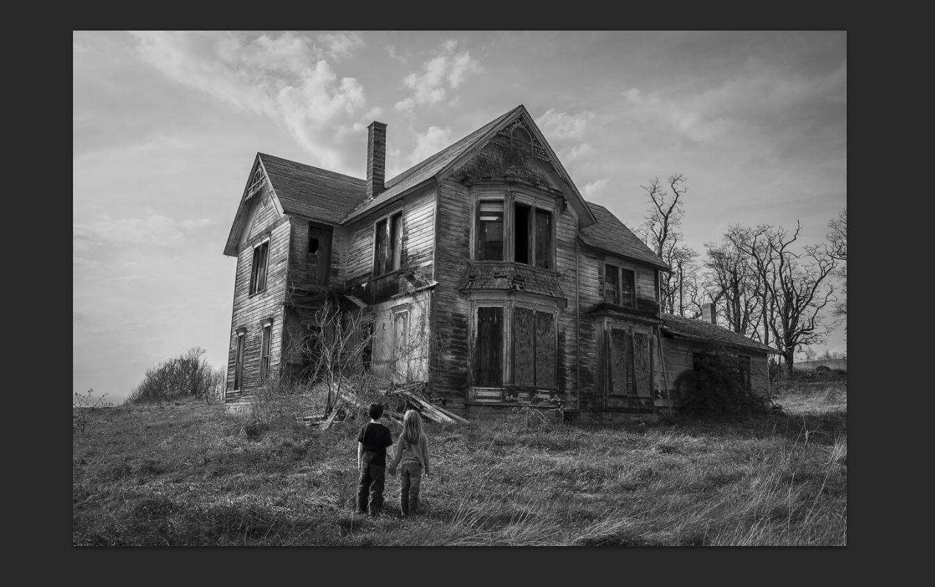 Creepy old house black and white for Classic houses images