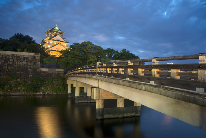 osaka-castle-blue-hour