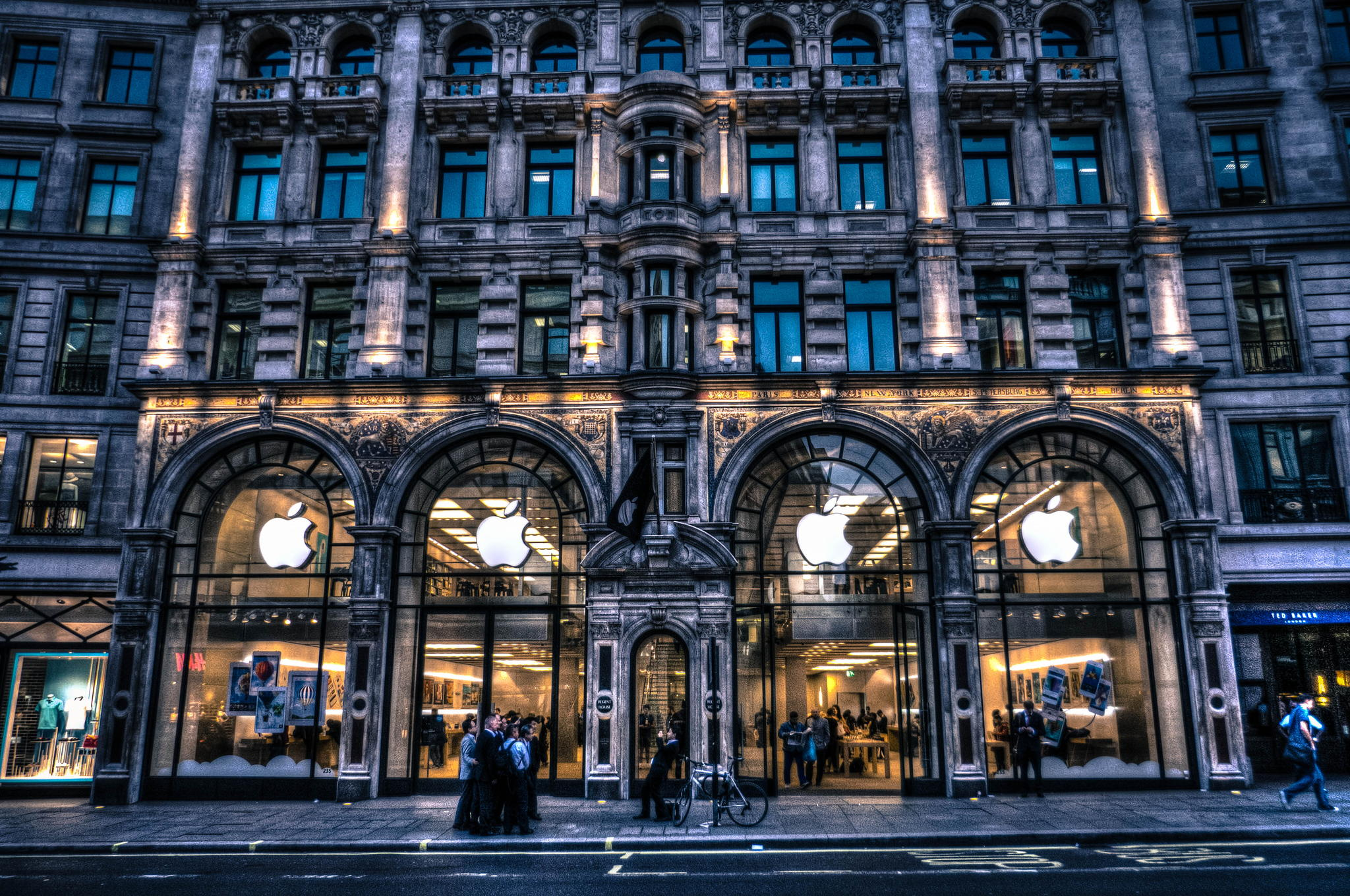 News Roundup: Apple Action Cam Patent, Controversial Photoshop Fail, and More