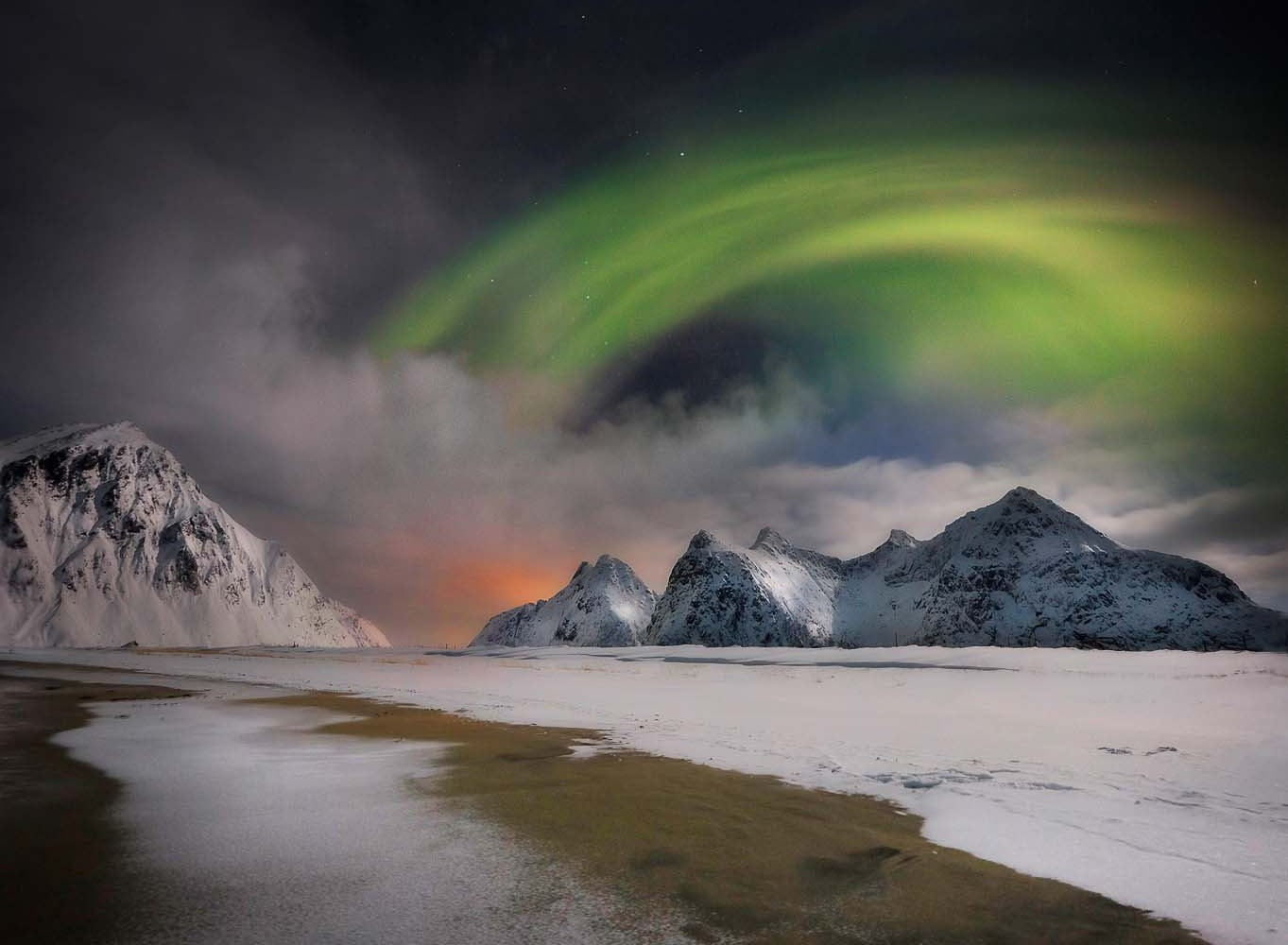 Chasing The Northern Lights On Lofoten Islands