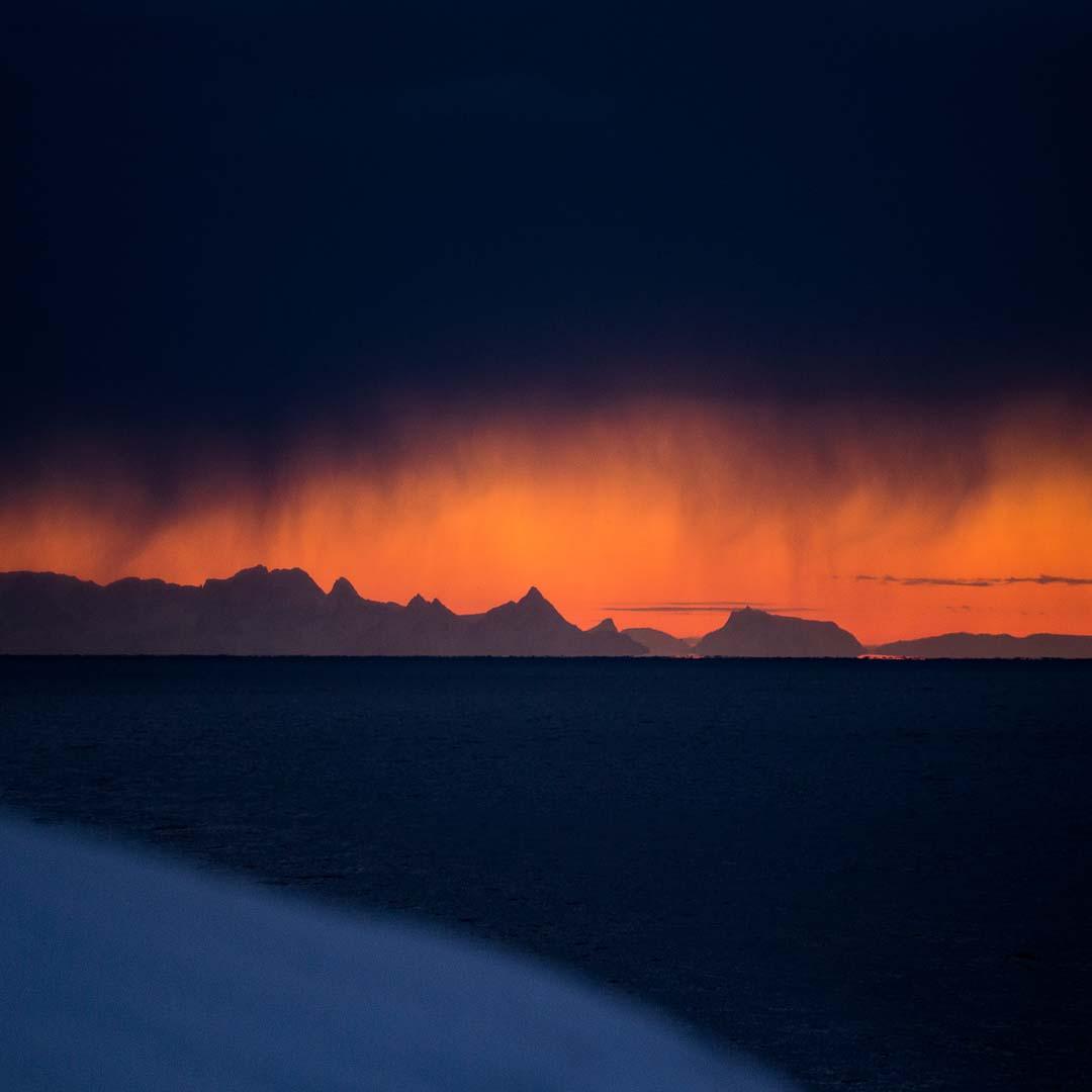 Hamnoy sunrise looking South