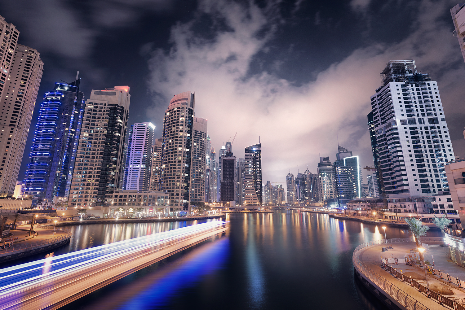 How to Create a Dynamic Cityscape with 5 Exposures and Digital Blending In Photoshop