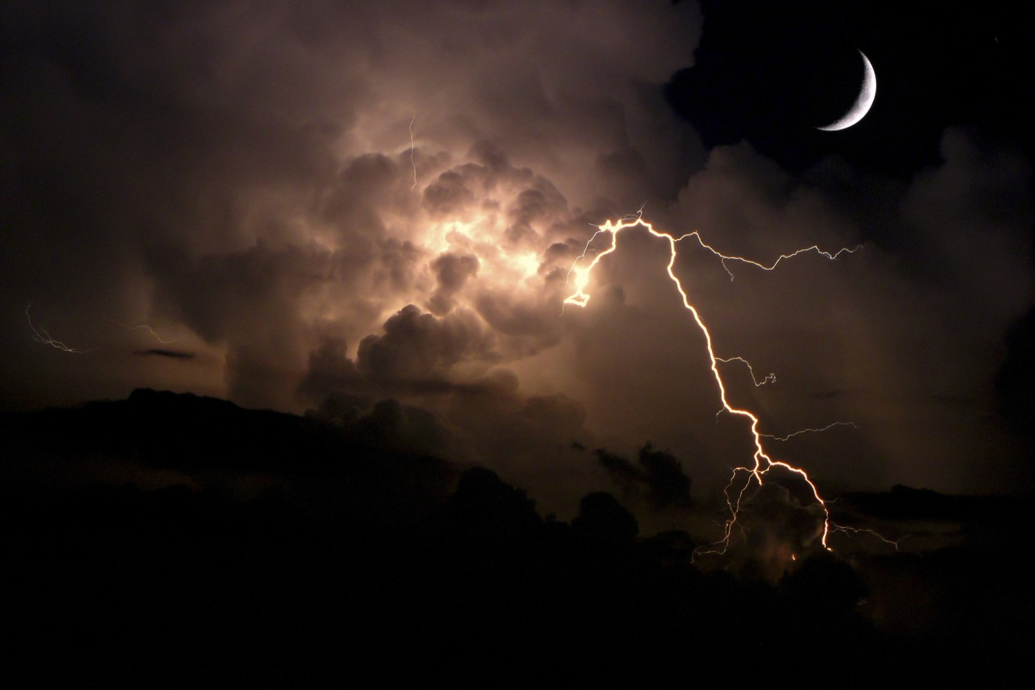 Tutorial: A Beginner's Guide to Photographing Lightning
