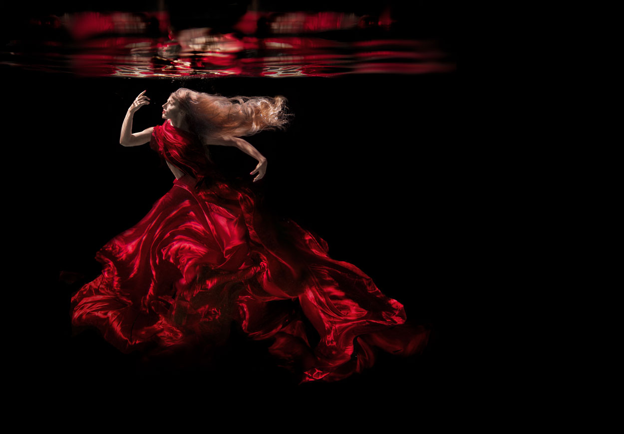17 Striking Underwater Portraits by Jenn Bischof