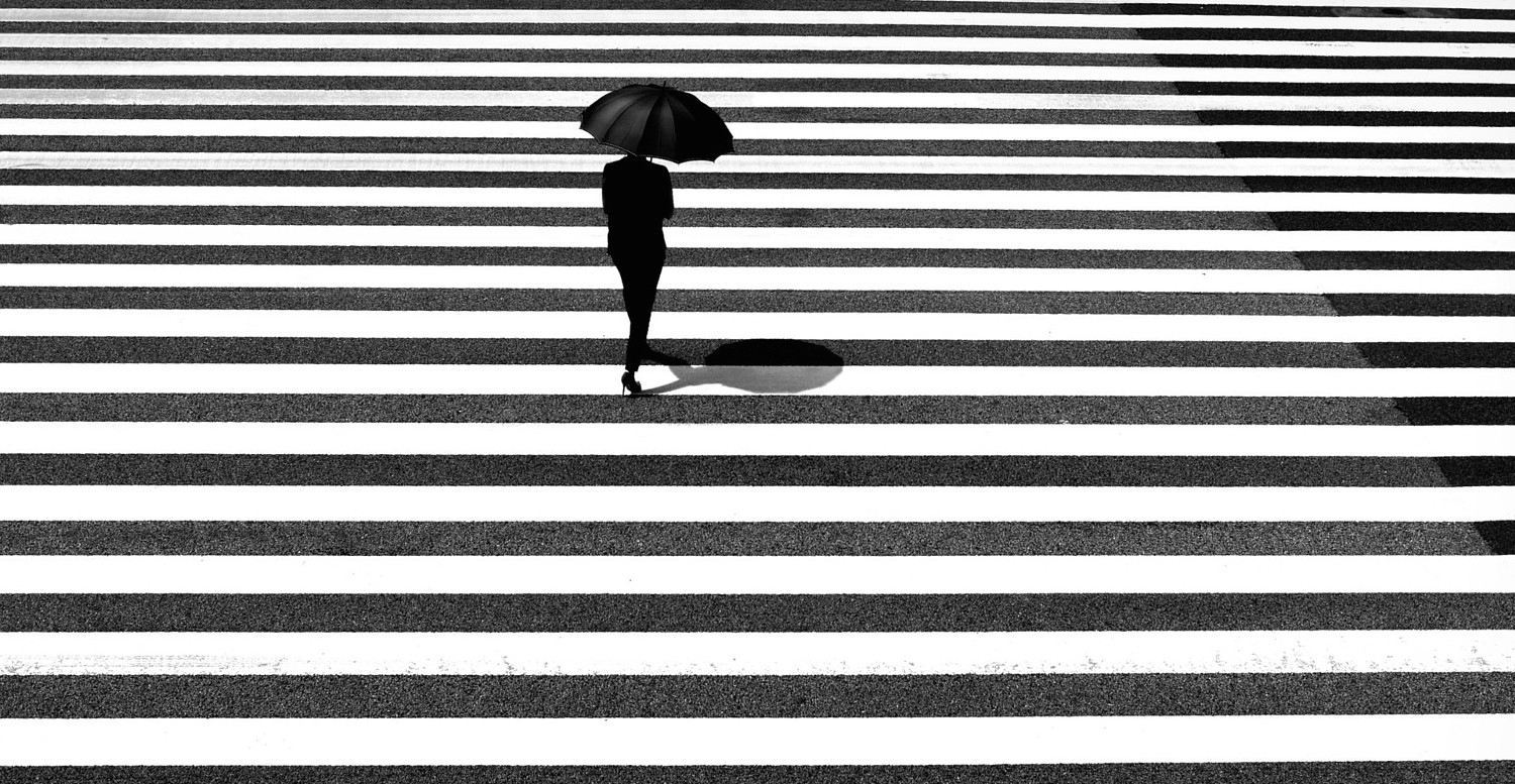 15 Brilliant Black & White Street Shots by Junichi Hakoyama