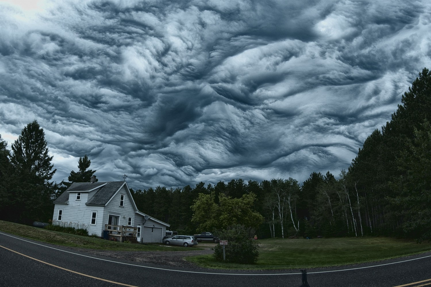 When the Clouds Get Angry: 15 Photos of Undulating Asperatus