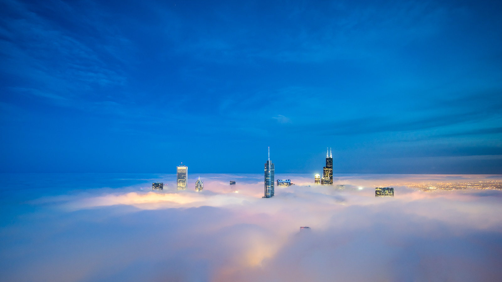 One Photographer's Quest to Capture Chicago Above the Fog