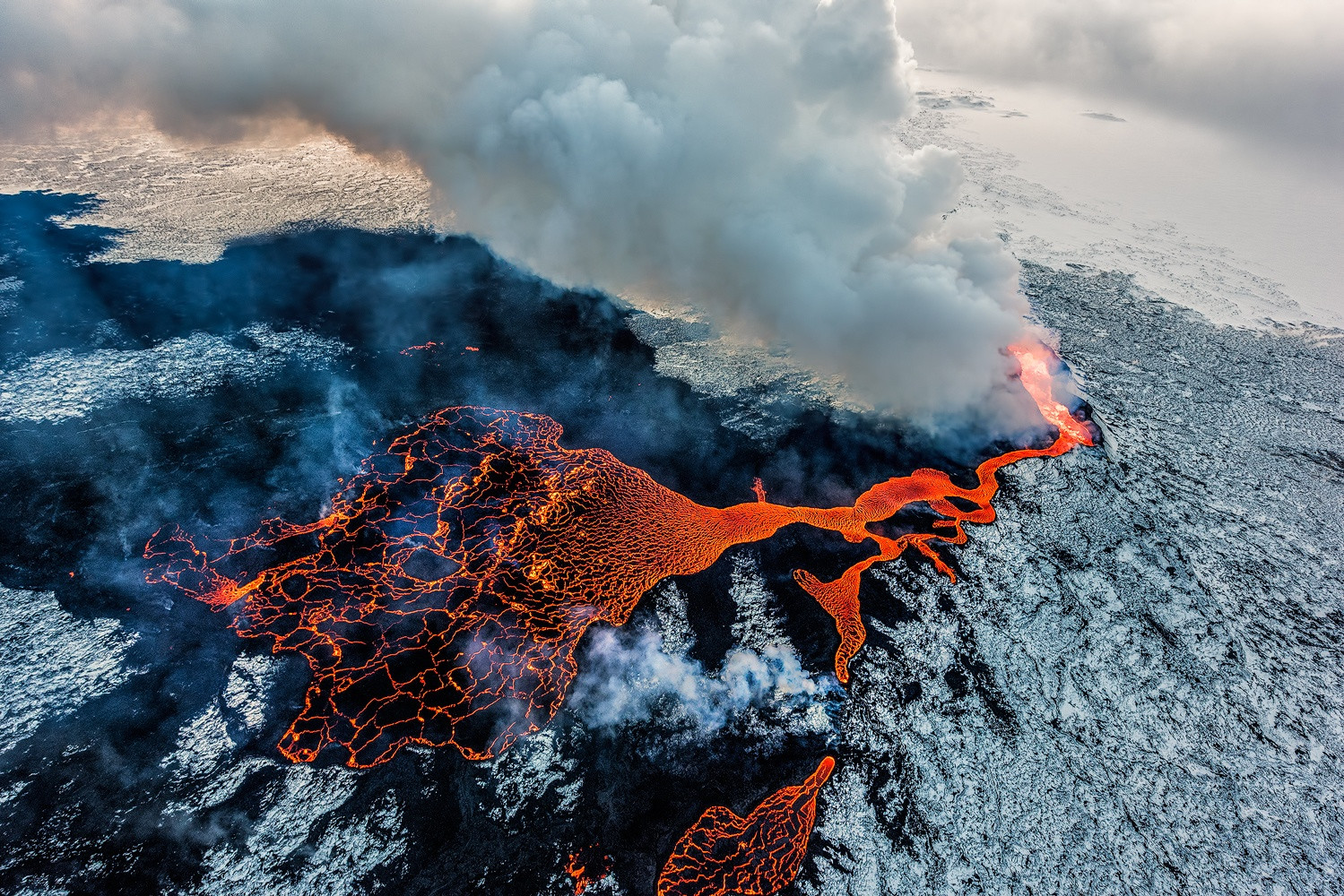 21 Awesome Aerial Photos of Erupting Volcanoes