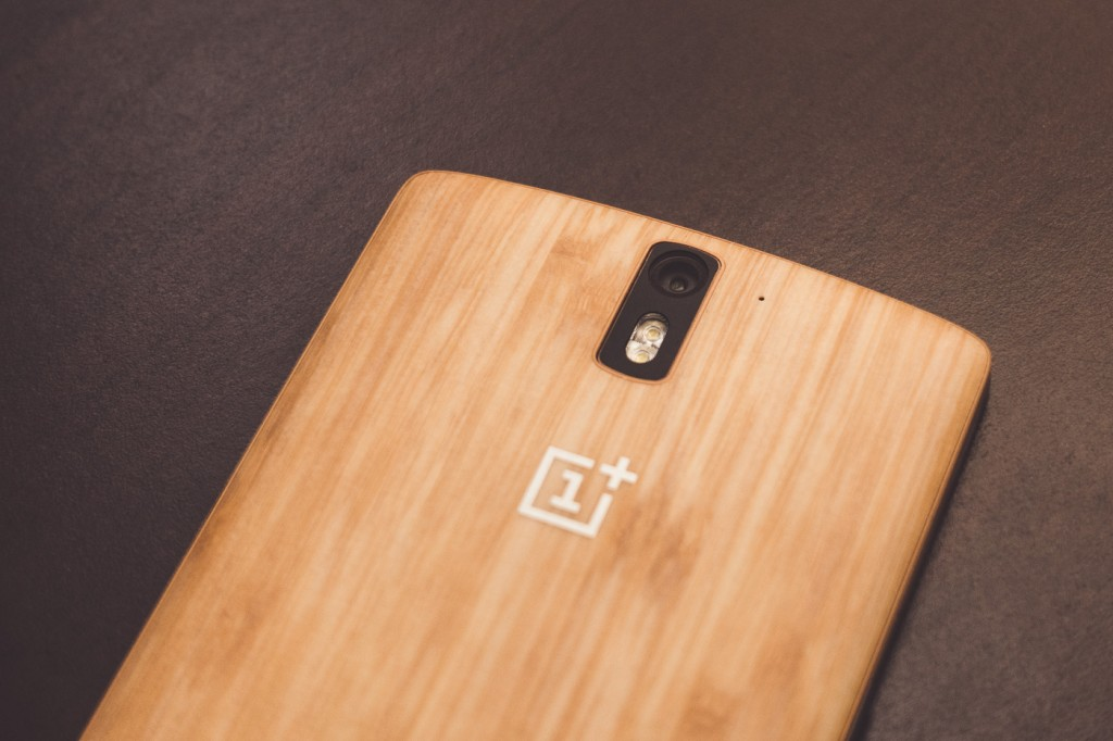 The OnePlus One houses a 1/3.06? Sony Exmor RS IMX214 Sensor and a 3.79mm f/2 lens