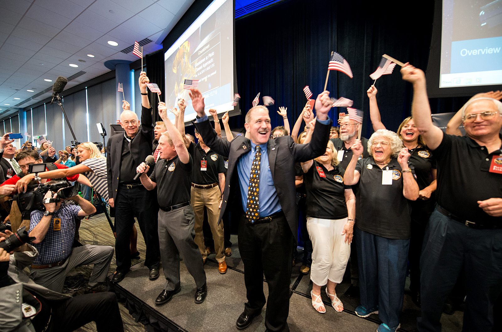 Photographer Captured the New Horizons Team the Moment We Passed Pluto