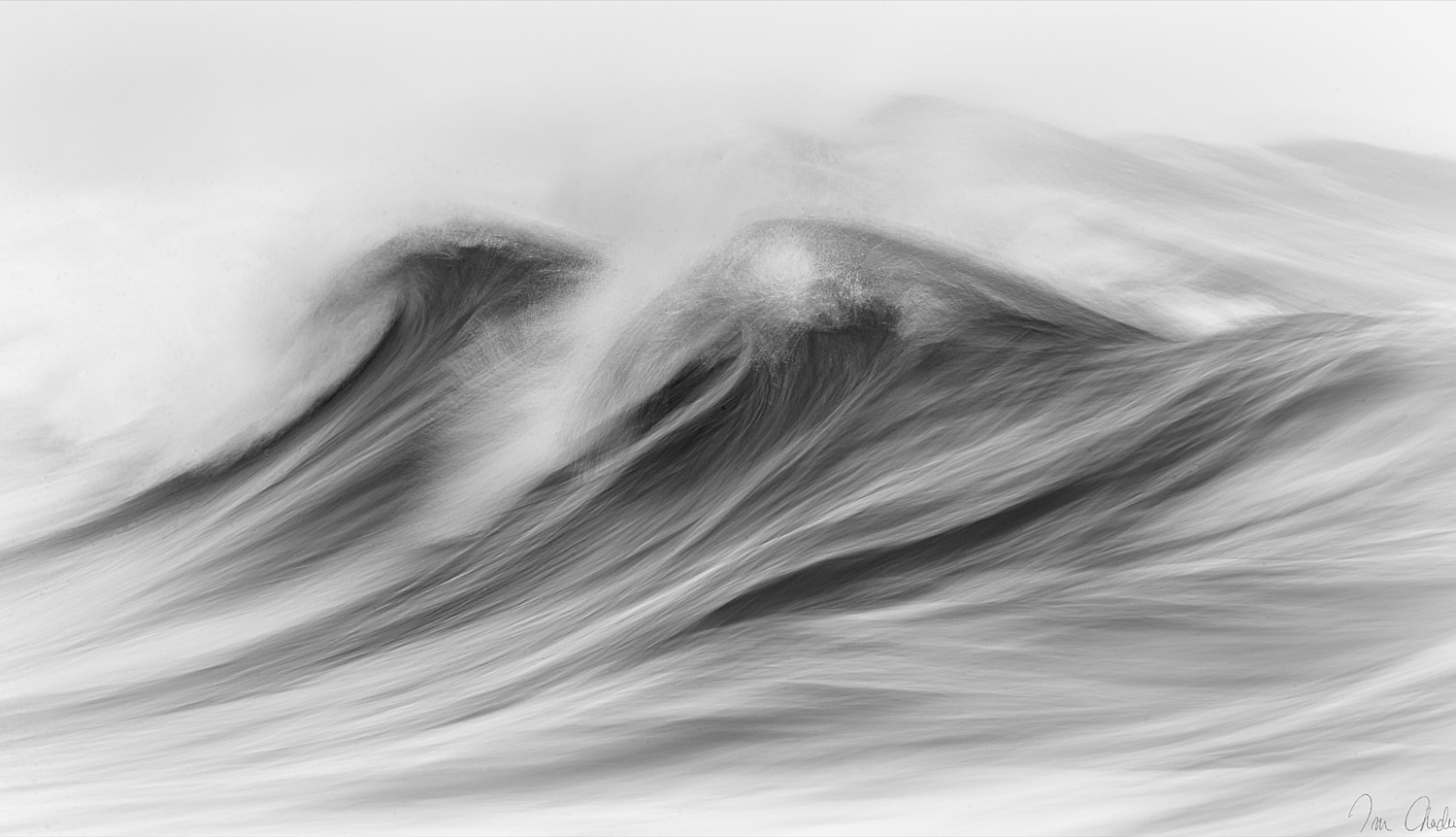 These Beautiful Black and White Photos of Waves Breaking Look Like Impressionist Paintings