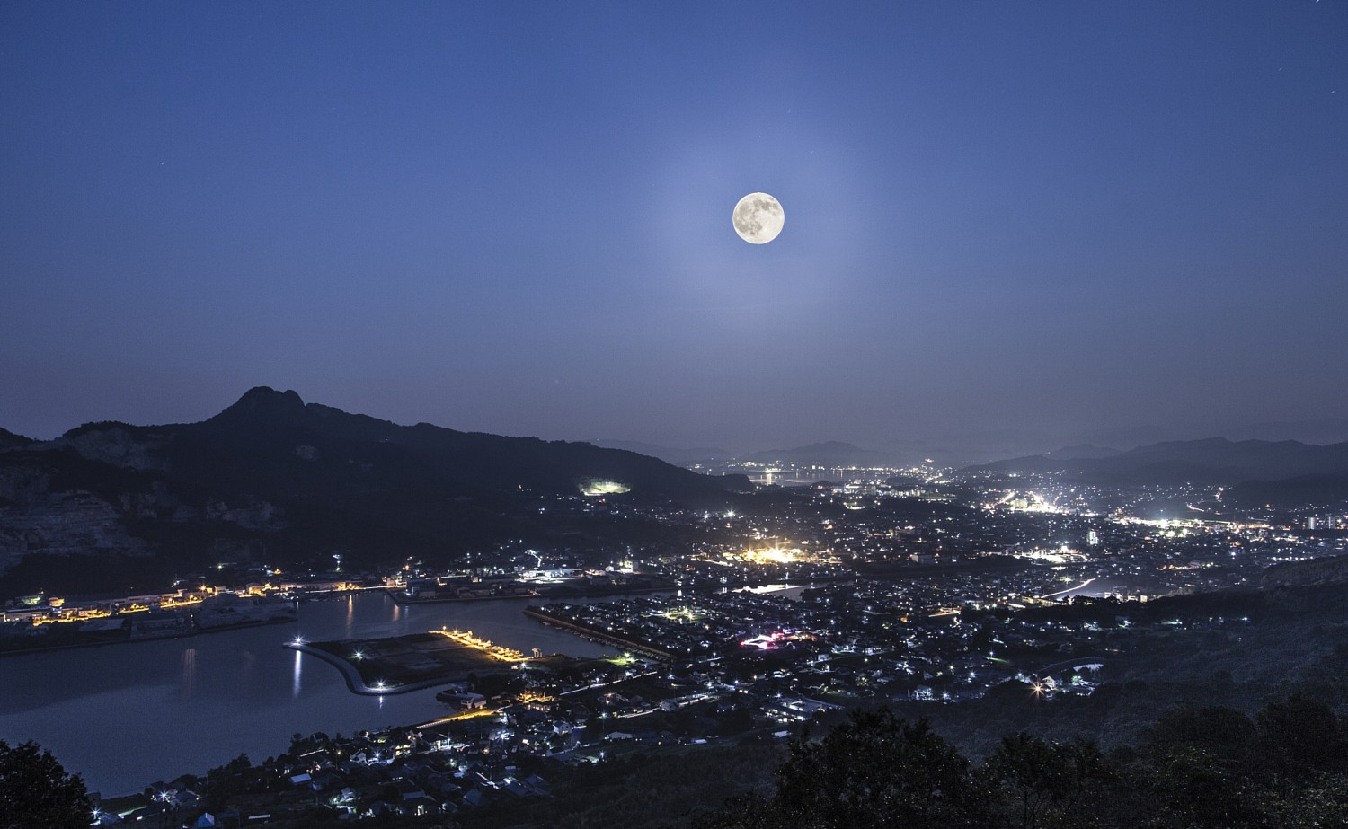 Once in a...: 21 Stunning Photos of Last Night's 'Blue Moon'
