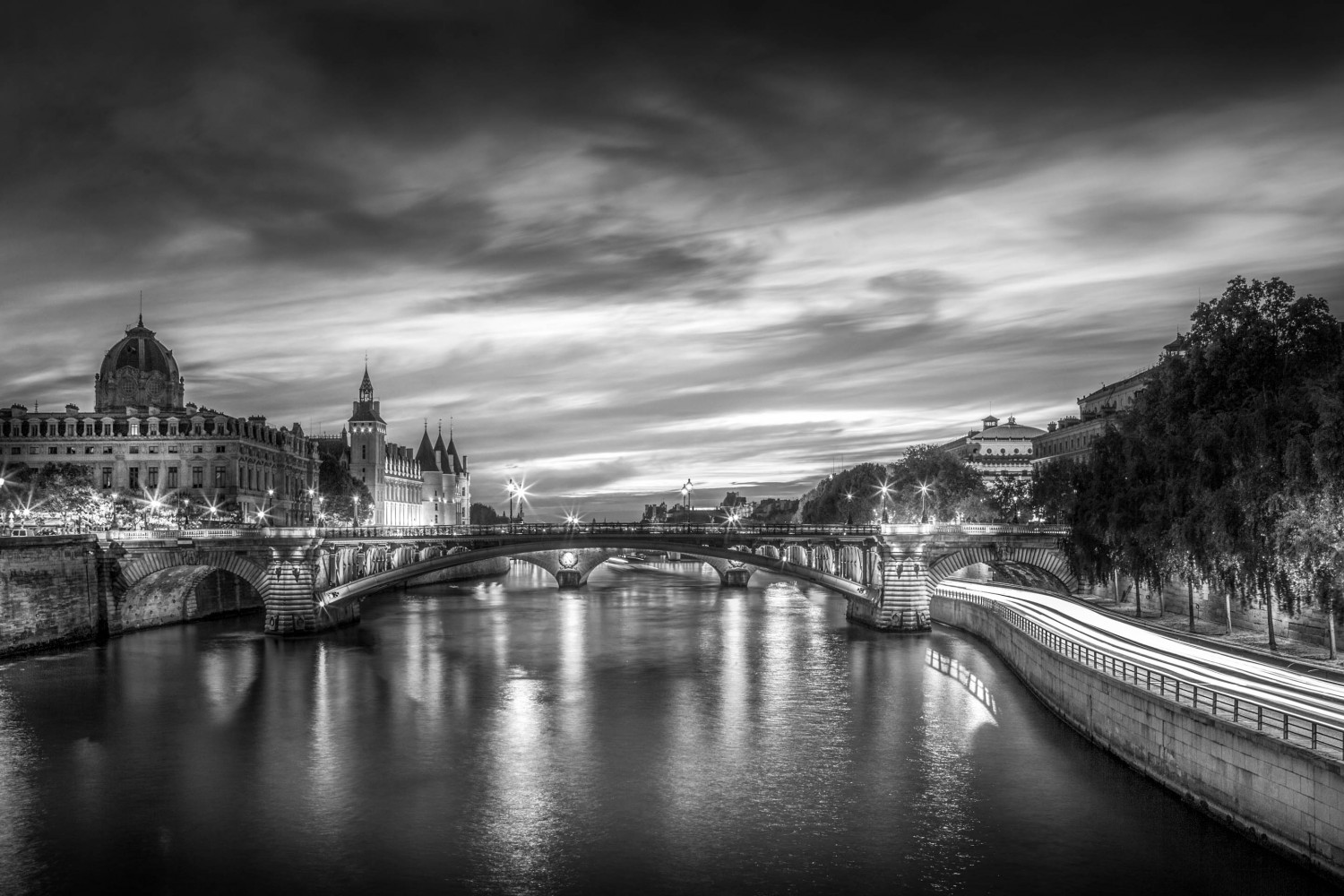 Learn to Shoot and Edit Intense Black & White Cityscapes Like Serge Ramelli