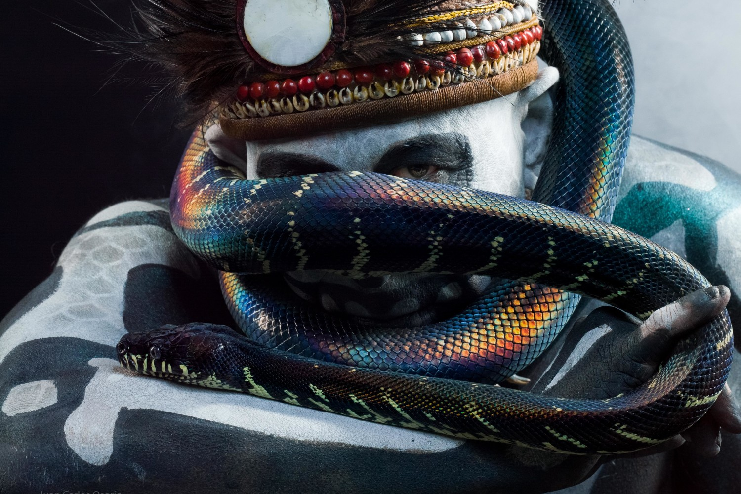 Unbelievable Portraits of a New Guinea Snake Charmer and His Python