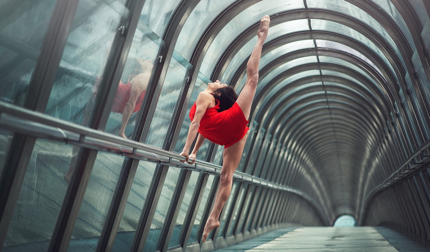 Stunning Photos of Gymnasts & Dancers Performing In Real Life