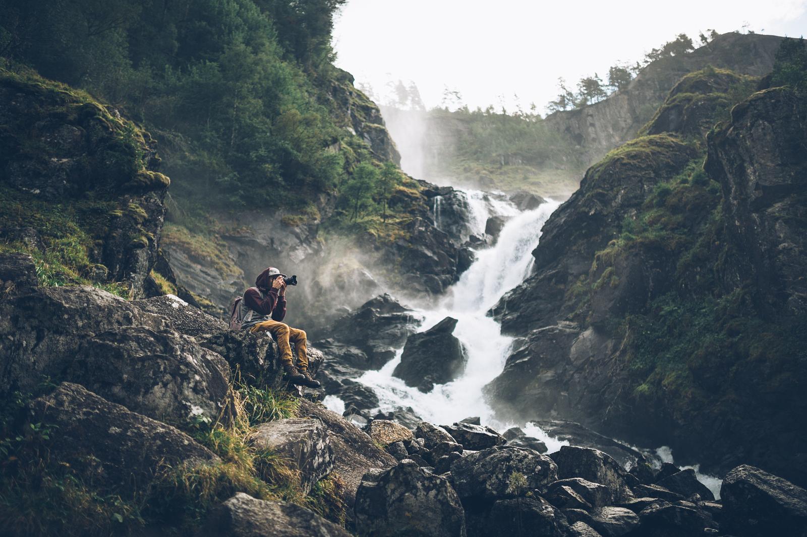 15 Awesomely Meta Photos of People Taking Photos