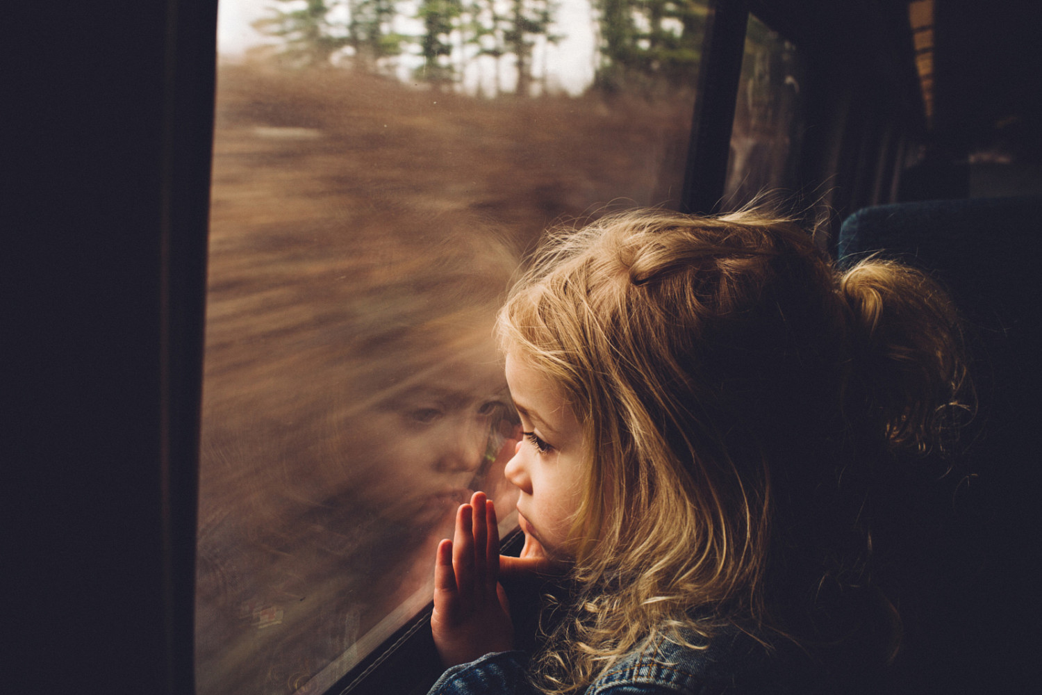 21 Poignant Portraits Captured in Train Windows