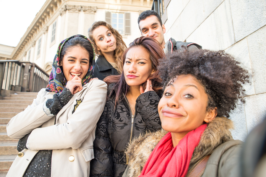 Group of attractive young women of different ethnics taking a selfie - Students having fun - Best friends spending time together - Tourists photographing on a city tour