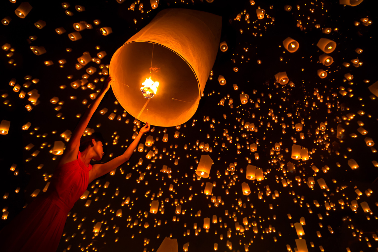 21 Incredibly Beautiful Photos of the Yi Peng Lantern Festival