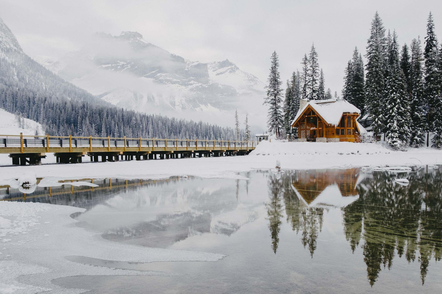 Through Ice, Rock, and Snow: Photos from a Winter Roadtrip to the Canadian Rockies