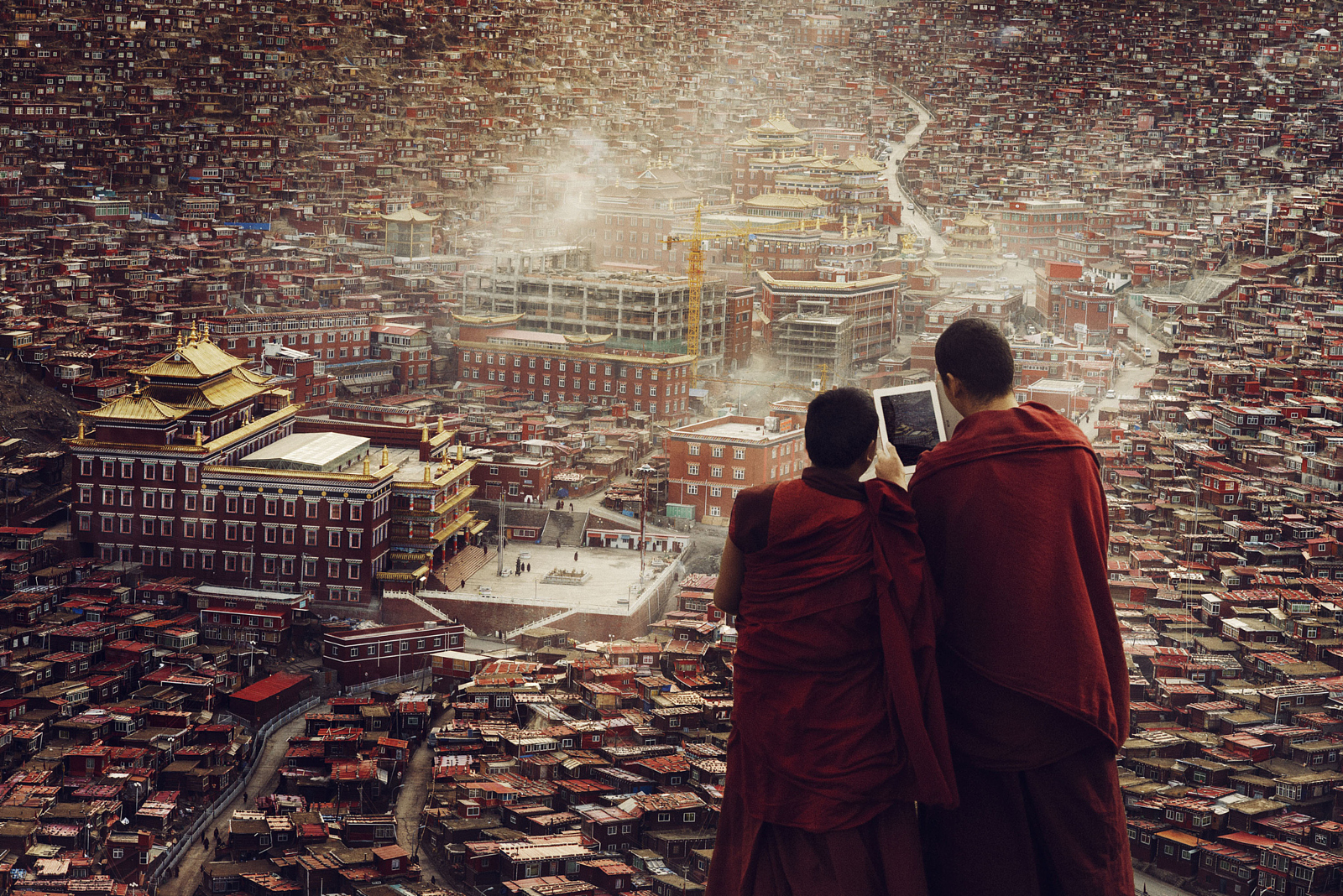 40 Epic Photos that Capture the Power of Technology Today