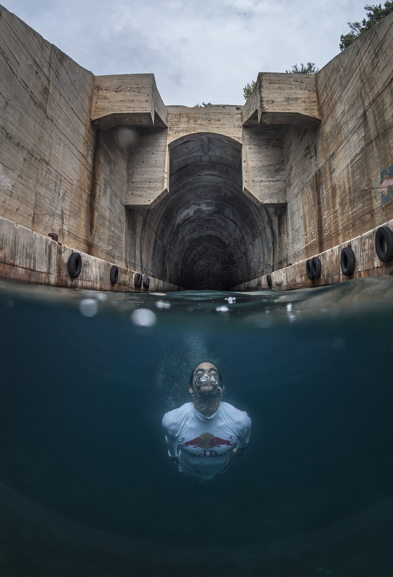 Photographer Captures An Epic Cliff Dive in the Adriatic Sea