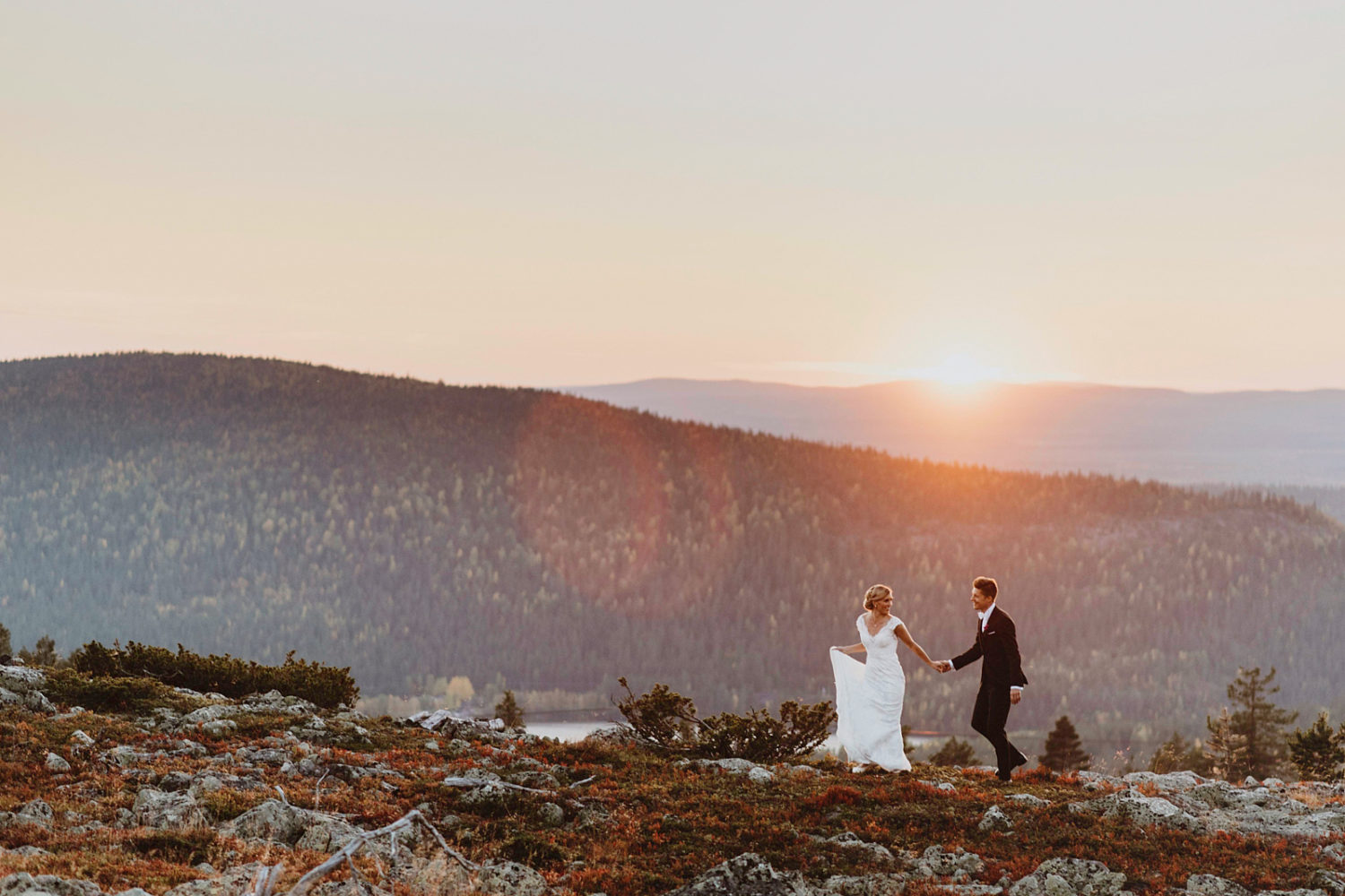 30 Dreamy Wedding Photos In Epic Landscapes