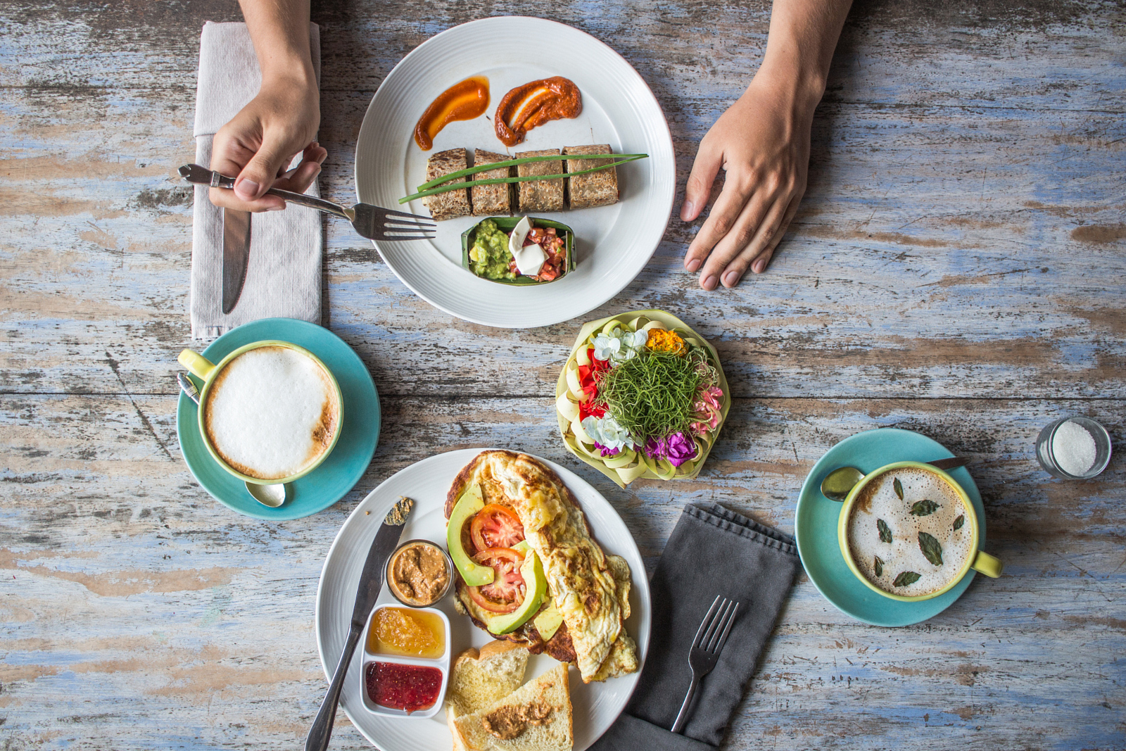 switz food Swiss cuisine is a flavorful blend of german, french, and italian influences in most restaurants and hotel dining rooms today, menus will list a wide array of international dishes, but you should make an effort to sample some of the local fare.
