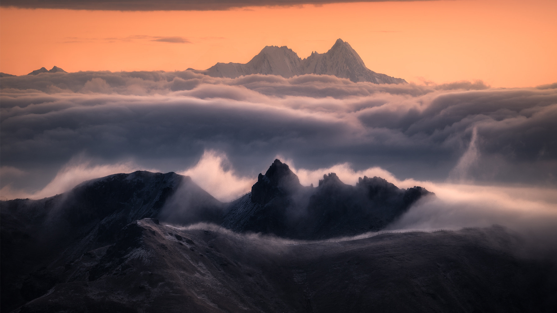 Expert tips on capturing moody, misty mountain photos