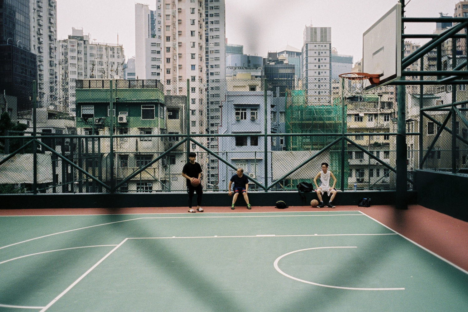 Andrew Curry shares tips on skillful street photography in busy cities