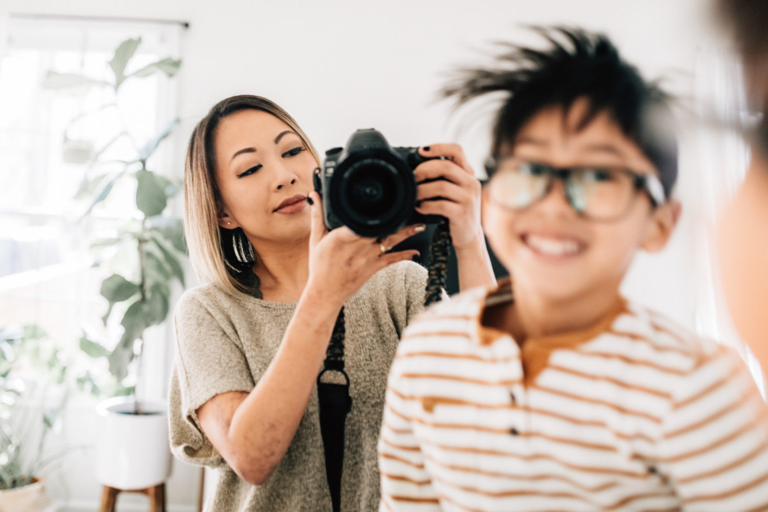 Candid family portraits (and tips for shooting at home)